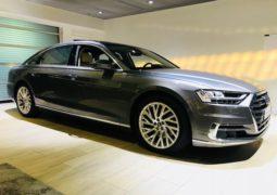 أودي تكشف عن سيارة A8 الجديدة في معرضها بمدينة العين