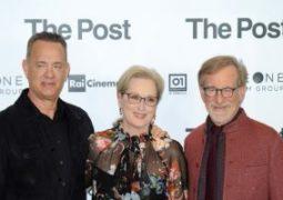 ميريل ستريب وتوم هانكس و ستيفن سبيلبرج فى العرض الخاص لفيلم THE POST فى إيطاليا