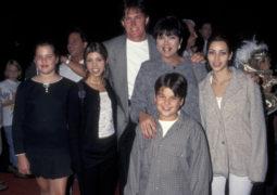 صور نادرة لعائلة كاردشيان فى التسعينيات