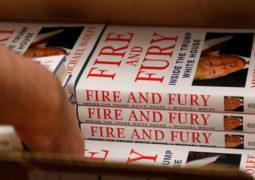 """""""نار وغضب"""" لمايكل وولف   يحلق منفرداً في عالم الكتب"""