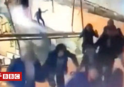 بالفيديو: انهيار طابق بمبنى بورصة جاكرتا