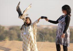 تخريج أول دفعة من طالبات مدرسة محمد بن زايد للصقارة وفراسة الصحراء