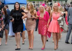 دراسة جديدة تنذر بنقص التخطيط والوعي المالي لدى السيدات في بريطانيا