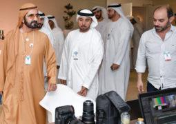 محمد بن راشد يتفقد غرفة عمليات ومركزي الإعلام و«التواصل»