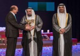 محمد صبحى يتسلم جائزة الإبداع المسرحى العربى من حاكم الشارقة