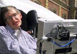 وفاة عالم الفيزياء الشهير ستيفن هوكينغ عن عمر يناهز 76 عام