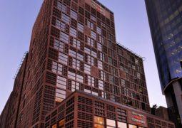 """فندق كورت يارد ماريوت المركز التجاري العالمي أبوظبي يمنحكم تشكيلة واسعة من النكهات الإيطالية الأصيلة من خلال عروضه في مطعم """"ففث ستريت كافيه"""""""