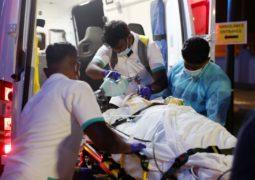 """تنفيذا لتوجيهات رئيس الدولة.. الإمارات تغيث 17 يمنيا جراء اعصار """"مكونو"""" ونقلهم للعلاج بمستشفيات الدولة"""