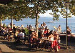 بحيرة جنيف في لوزان، تتألق بأنشطتها المثيرة هذا الصيف