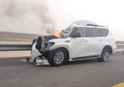 شرطي يخاطر بحياته لإنقاذ مواطن انحشر في سيارة محترقة
