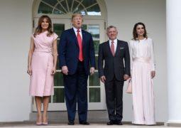 شاهدي إطلالة الملكة رانيا بالزهري خلال زيارتها  إلى (البيت الأبيض)