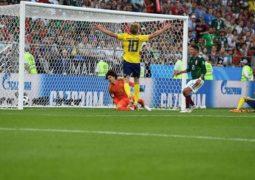 السويد تزعزع أركان المجموعة وتتأهل الأولى