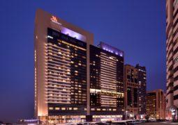 تناول الطعام، العب، واضحك من قلبك  مع برنش فندق ماريوت داون تاون أبوظبي
