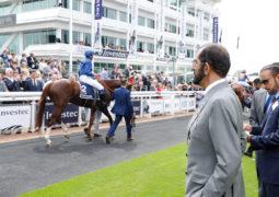 محمد بن راشد يشهد سباق«الأوكس» بإنجلترا