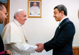 بابا الفاتيكان يشيد بجهود الإمارات في نشر التسامح وبمبادراتها الإنسانية