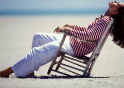 4 نصائح للعناية بشعركِ قبل وخلال الإجازة الصيفيّة