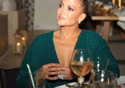 لوبيز ترتدى خاتم ماسى بعيد ميلادها الـ 49.. اعرف سعره