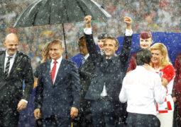 ألمان ينتقدون تعامل بوتين مع أمطار «كأس العالم»