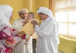 """حاكم عجمان يستقبل أسرة الطفلة المغربية """"ملاك"""" التي تكفل بعلاجها و يطمئن على صحتها"""