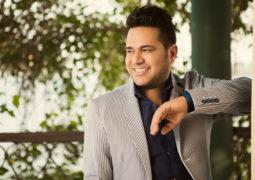 حاتم العراقي يطرح أغنياته المتجددة بنظام الجلسة الغنائية