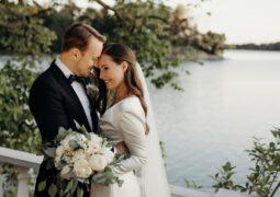 بعد قصة حب إستمرت 16 عاماَ .رئيسة وزراء فنلندا تحتفل بزواجها